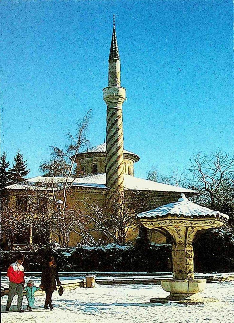 7. Самоков. Байракли джамия и чадър чешма